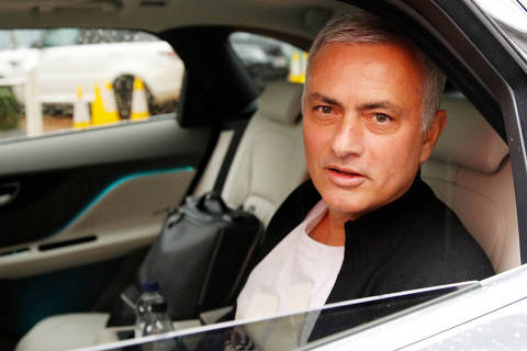 Jose Mourinho is driven away from his accommodation after leaving his job as Manchester United's manager, in Manchester, Britain, December 18, 2018. REUTERS/Phil Noble     TPX IMAGES OF THE DAY ORG XMIT: LON157