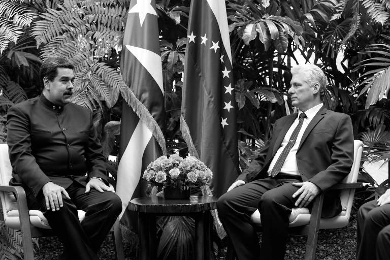 O ditador venezuelano, Nicolás Maduro (à esq.), e o presidente cubano, Miguel Díaz-Canel, durante encontro em Havana, em abril deste ano