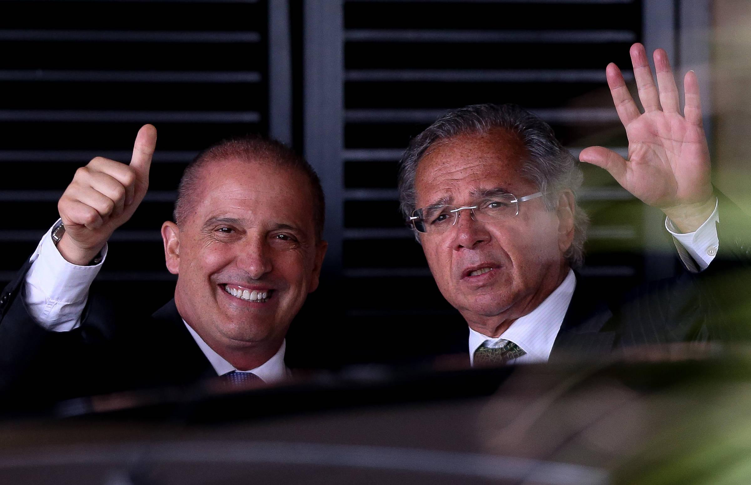 Guedes tenta reduzir tamanho do Ministério do Emprego de Onyx e manter áreas ligadas à Economia