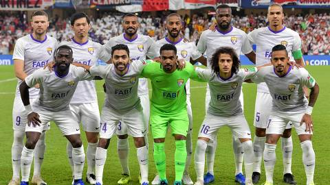 Al Ain's players pose for a photograph prior to the semi final football match of the FIFA Club World Cup 2018 tournament between Argentina's River Plate and Abu Dhabi's Al Ain at the Hazza Bin Zayed Stadium in Abu Dhabi, the capital of the United Arab Emirates, on December 18, 2018. (Photo by Giuseppe CACACE / AFP)
