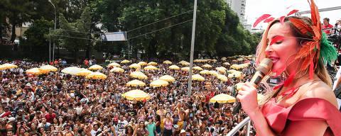 17-02-2018/Sao Paulo/SP/CARNAVAL SP/ Trios eletricos desfilam na avenida 23 de maio, durante o pos carnaval, em Sao Paulo. Na foto: A apresentaca de Claudia Leitte. Flavio Florido/Folhapress