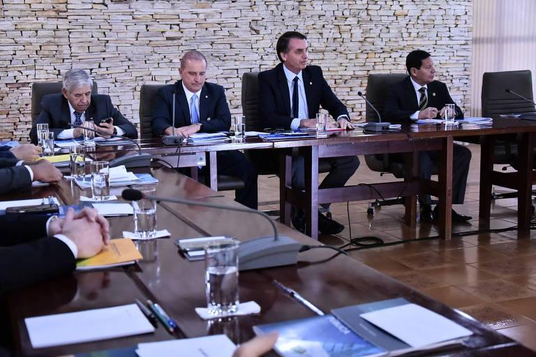 Bolsonaro durante primeira reunião com os 22 ministros que vão compor seu governo
