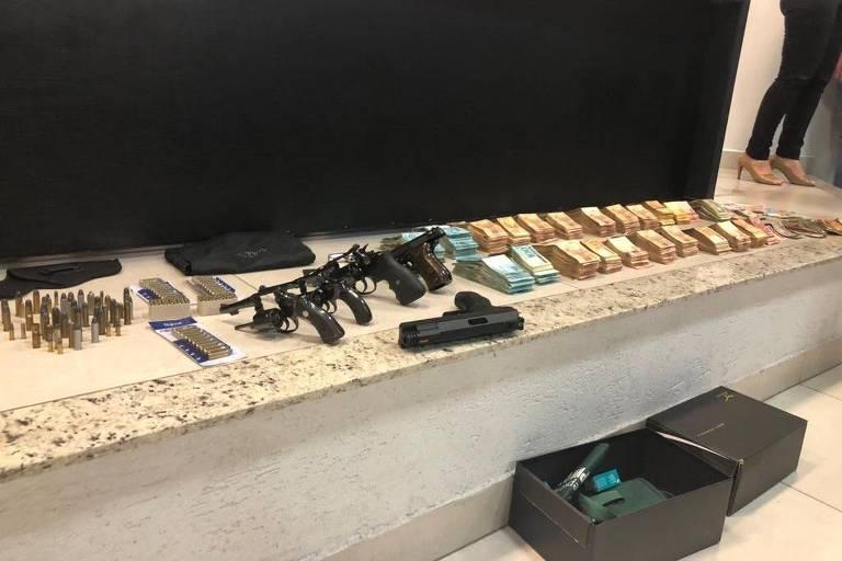 Armas, munições e dinheiro são apreendidos em casa do médium João de Deus, em Abadiânia (GO)