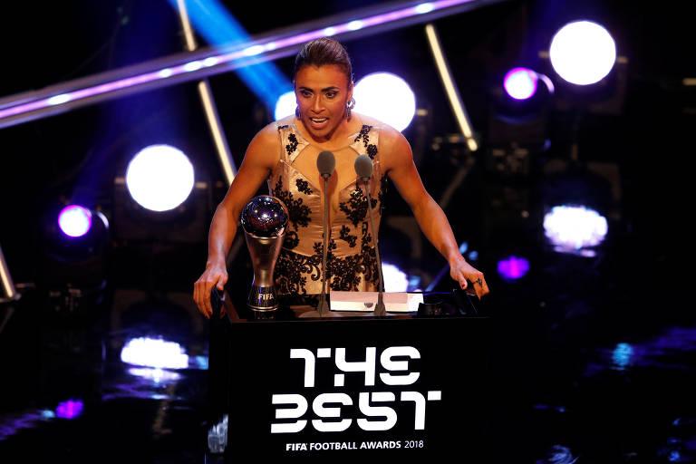Pela sexta vez, Marta recebe o prêmio de melhor do mundo pela Fifa