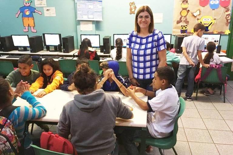 A professora Débora Garofalo e seu trabalho com alunos do ensino fundamental