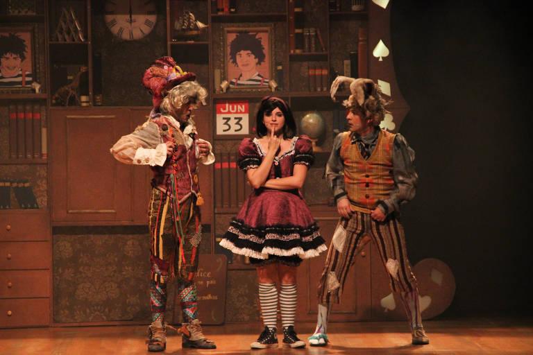 """Cena de """"Alice, o Musical"""", em cartaz no Teatro Folha"""