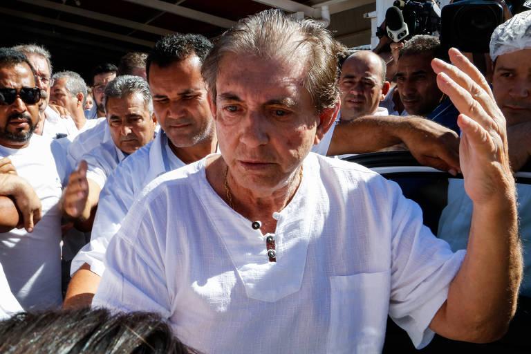 O médium João de Deus, acusado de centenas de casos de assédio sexual, deixa a casa onde ficou famoso por consultas e aconselhamentos espirituais