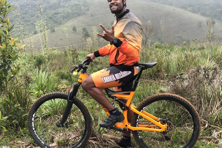 """Ator David Junior, 33, e sua paixão pelo ciclismo: """"O esporte alinha corpo e mente. É a minha forma de meditar sobre a vida"""", diz ele."""