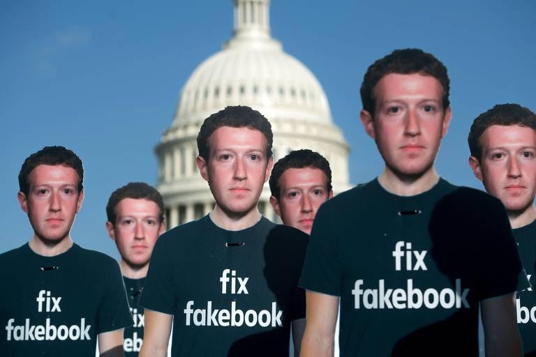 Mais de cem bonecos de papelão de Zuckerberg em protesto, no ano passado, em frente ao Capitólio; lema do executivo era 'consertar o Facebook'