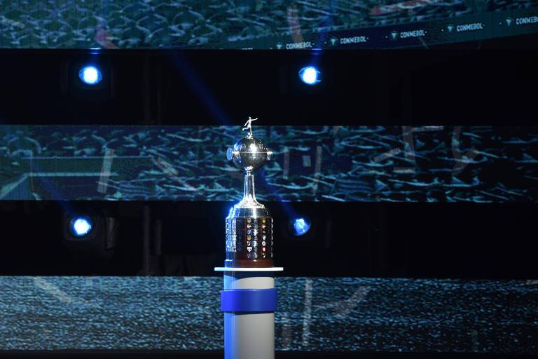 Taça da Libertadores exibida em 17 de dezembro de 2018, na sede da Conmebol, durante sorteio do torneio