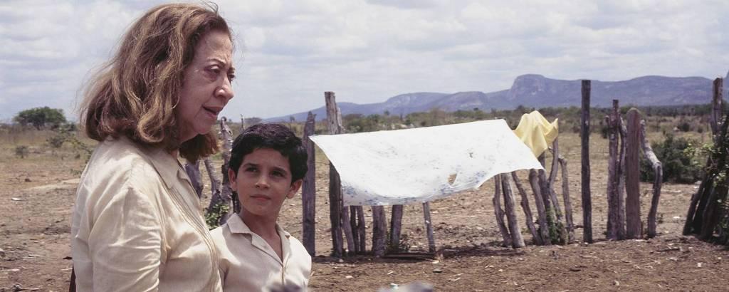 Fernanda Montenegro e Vinicius de Oliveira no set de 'Central do Brasil', de Walter Salles, em foto feita pelo diretor de fotografia Walter Carvalho