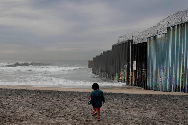 Câmara aprova verba para muro, mas governo dos EUA ainda pode parar
