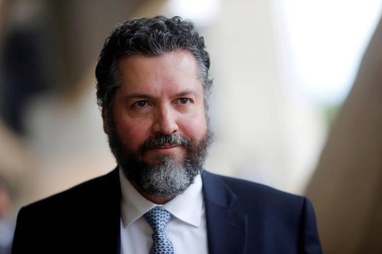 Ernesto Araújo, futuro ministro das Relações Exteriores, chega para reunião em Brasília