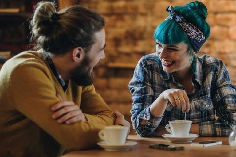 Há indícios de que o tom de voz das mulheres tenha mudado ao longo do tempo, refletindo mudanças comportamentais