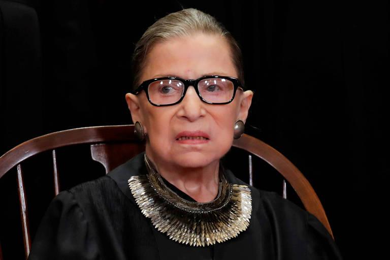 Ruth Bader Ginsburg durante sessão de fotos dos juízes da Suprema Corte dos EUA em novembro