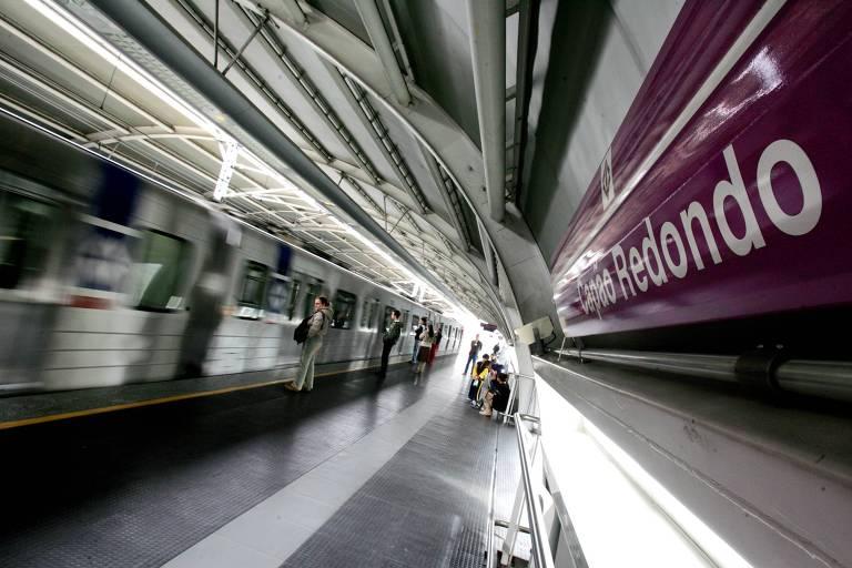 Estação do Capão Redondo da linha 5-lilás do metrô.