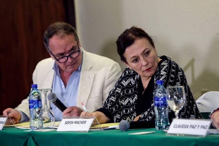 Amerigo Incalcaterra e Sofia Macher, membros do GIEI, em uma coletiva de imprensa em outubro