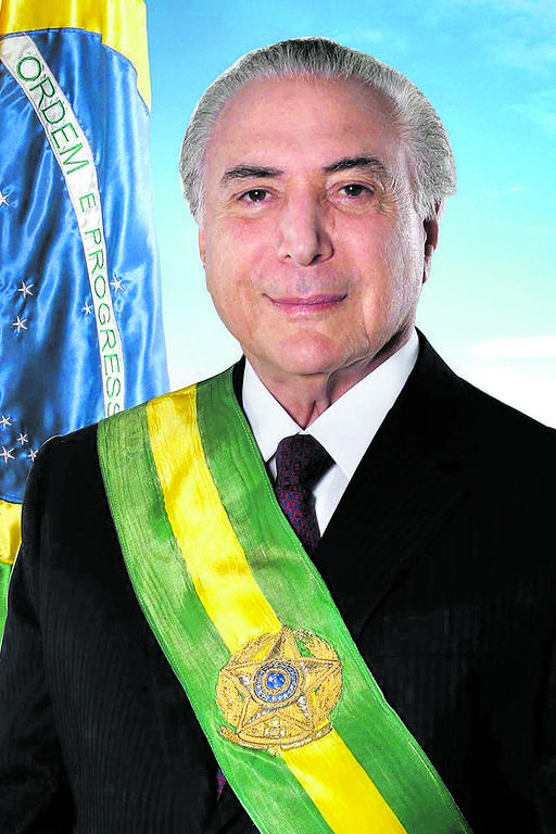 Em janeiro de 2017, Planalto divulga o primeiro retrato oficial do presidente. Internautas acharam que parecia uma obra feita no Paint, programa primário de edição de imagens. Em novembro, Planalto divulga nova foto