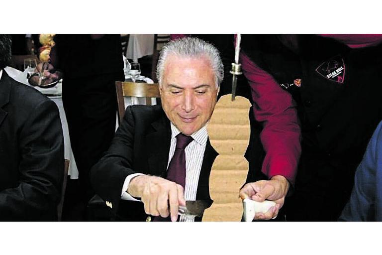 Denúncia errônea sobre adição de papelão a embutidos, na Operação Carne Fraca, virou piada, inclusive no jantar que Temer ofereceu a embaixadores em uma churrascaria para mostrar que não havia problema na carne brasileira