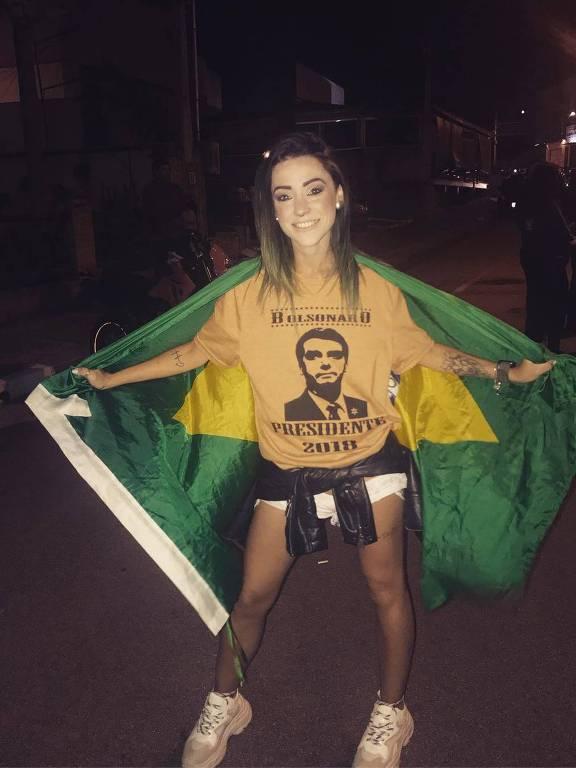 A blogueira Vivi Amstalden, eleitora de Jair Bolsonaro, em foto no dia da vitória dele no segundo turno, em outubro de 2018.