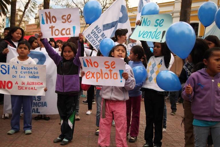 Ato contra a exploração sexual da organização Una Brisa de Esperanza, parceira da Equality Now na Bolívia