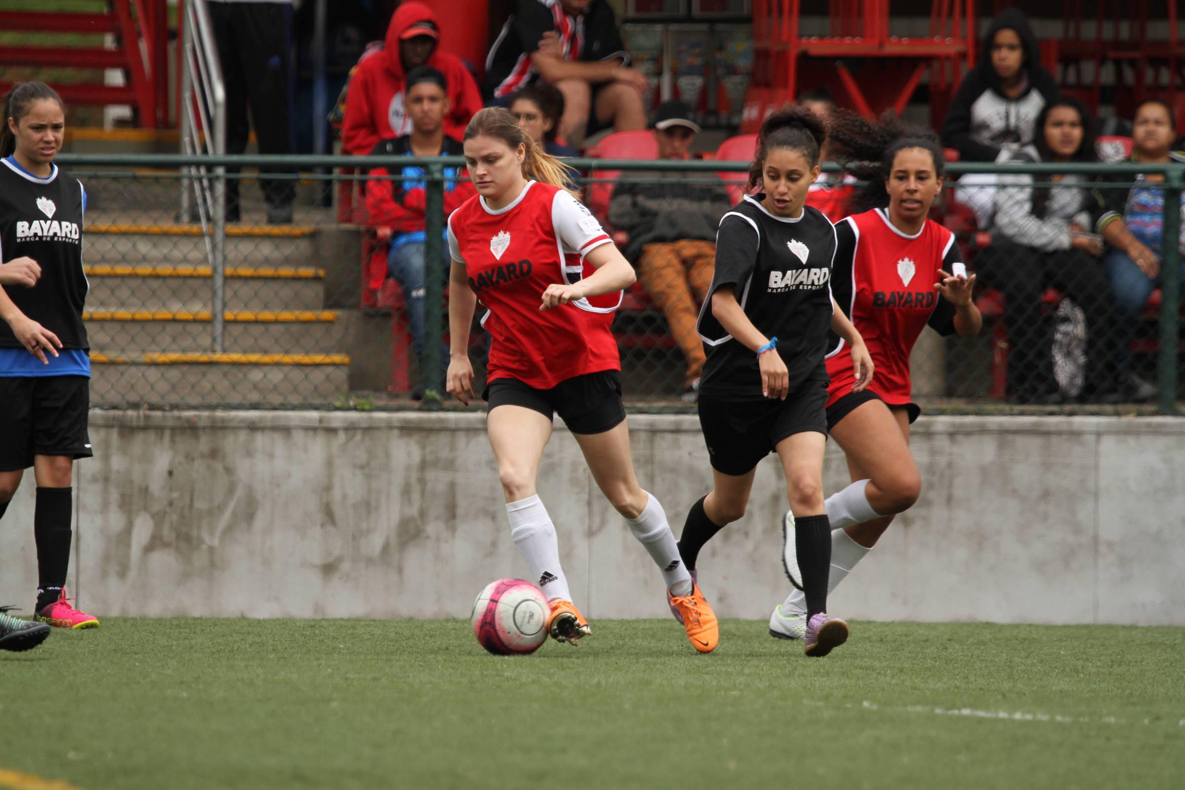 a7b9c7097e Clubes brasileiros não obedecem regra da Conmebol sobre futebol feminino -  23 12 2018 - Esporte - Folha
