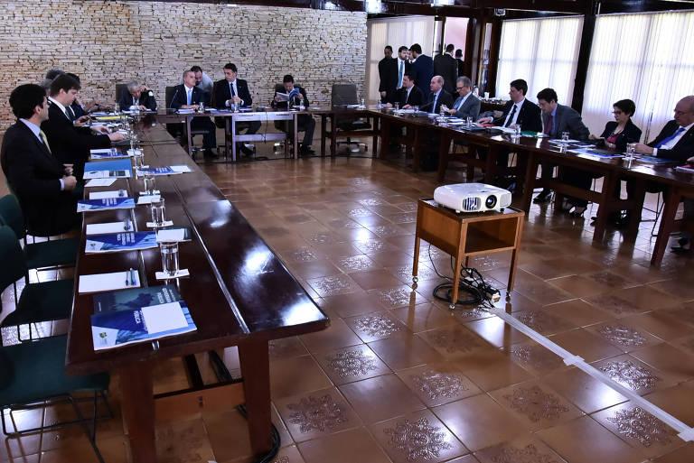 O presidente eleito, Jair Bolsonaro, em reunião com seus futuros ministros