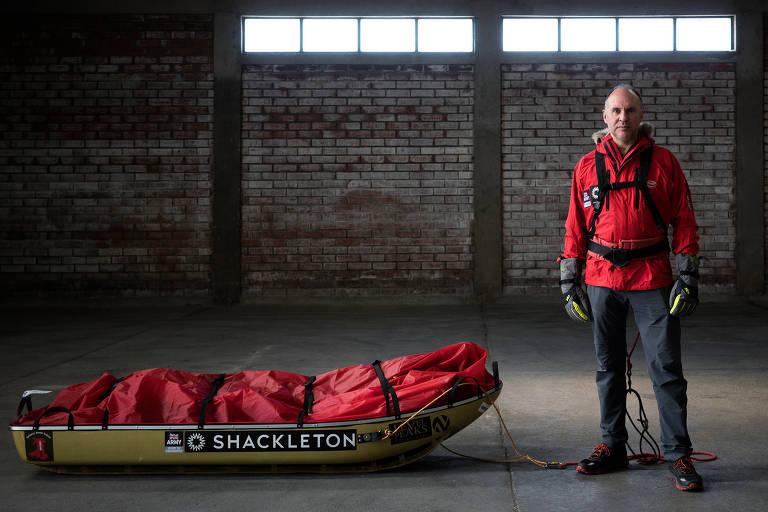 Louis Rudd com seu pulk, onde carrega seus suprimentos na viagem pela Antártida