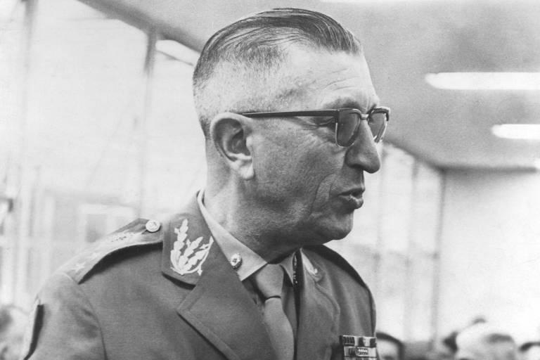 O general Adalberto Pereira dos Santos (1905-1984), vice-presidente do governo Geisel, que aprovou e colocou em prática manual que orientou perseguição a comunistas durante a ditadura militar