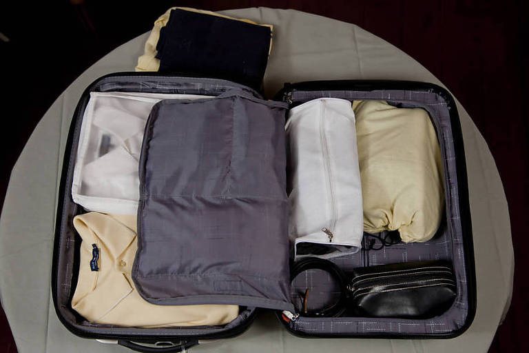 Como organizar a mala de mão