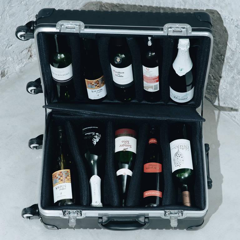 Mala de polietileno para até dez garrafas de vinho; R$ 1.836, em maligan.com.br