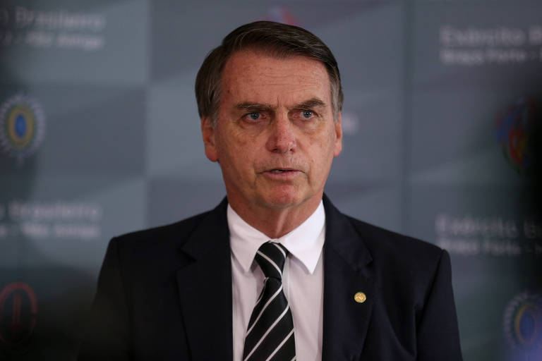 O presidente eleito, Jair Bolsonaro, fala com a imprensa após participar de evento em Brasília