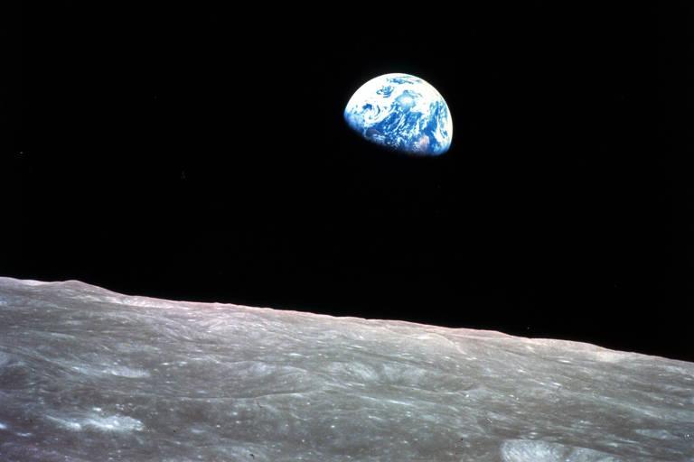 Foto de 24 de dezembro de 1968 mostra a Terra vista da órbita lunar