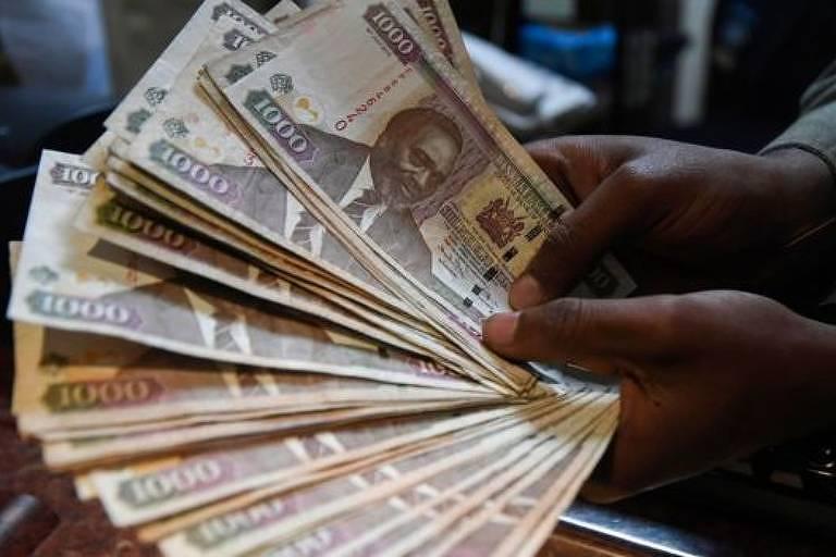 Cédulas de moeda usada no Quênia