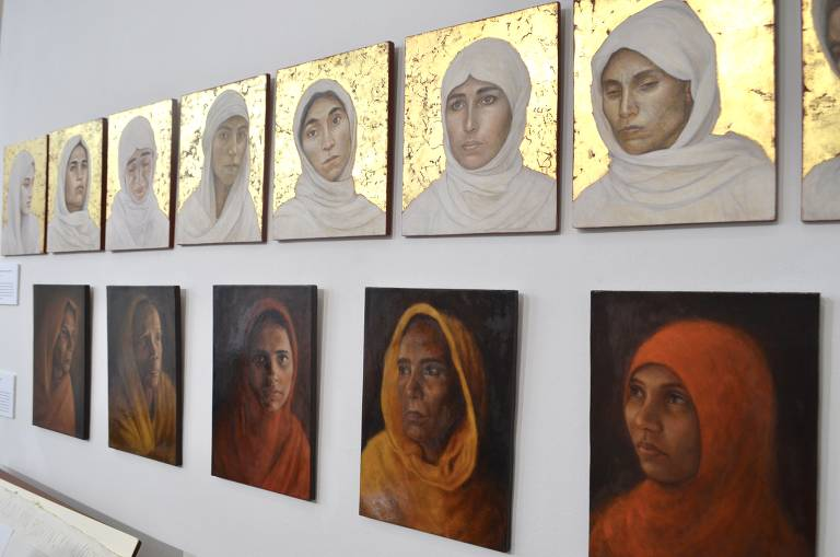 Retratos da artista Hannah Rose Thomas mostram mulheres que ela conheceu em seus projetos humanitários