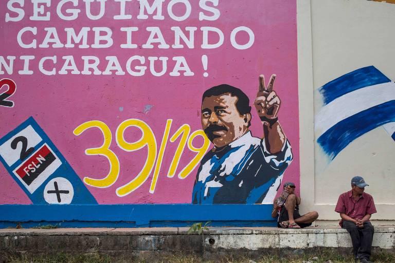 Grafite com foto do ditador da Nicarágua, Daniel Ortega, em cidade próxima a Manágua