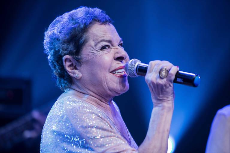 A cantora Miúcha durante apresentação em São Paulo, em 2018