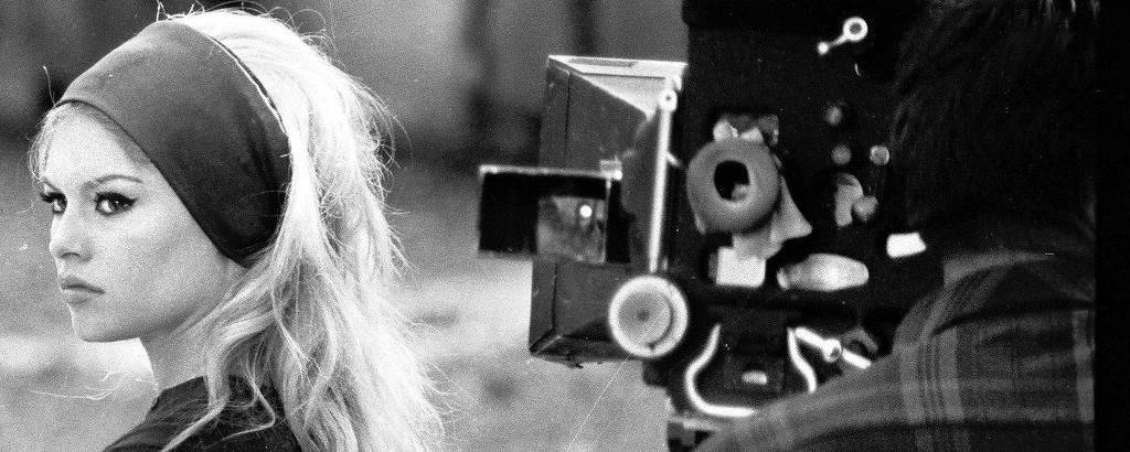 A atriz francesa Brigitte Bardot durante as gravações do filme 'O Desprezo', de Jean-Luc Godard, em 1963