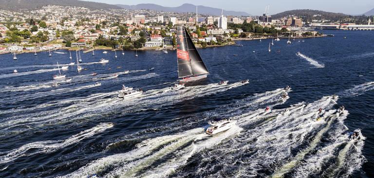 O barco Wild Oats XI na corrida Rolex Sydney Hobart, realizada entre Sydney (Austrália) e a Tasmânia