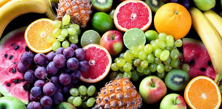 Frutas, principalmente as mais suculentas como melancia, melão, uva e laranja, são boas fontes de hidratação. Só cuidado! Elas também são ricas em açúcares.