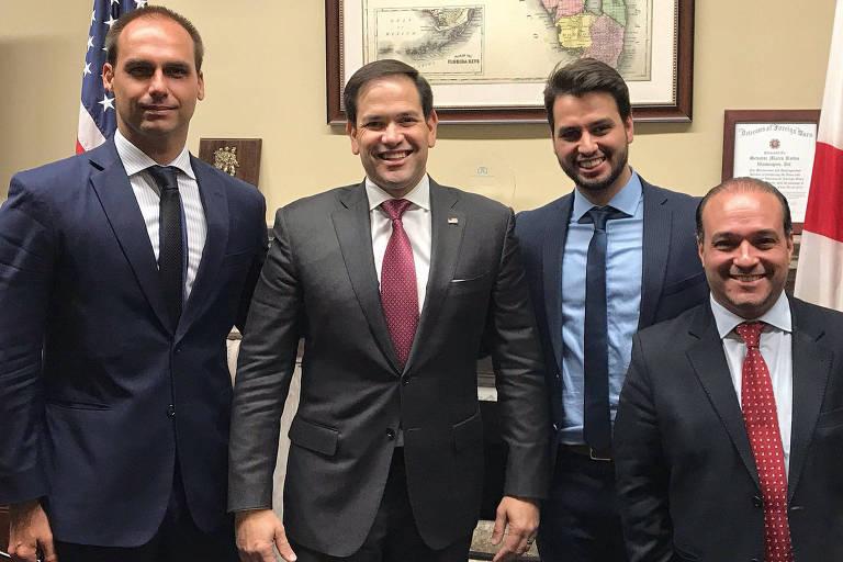 Deputado federal Eduardo Bolsonaro se encontra com senador republicano Marco Rubio nos EUA, acompanhado de Filipe Martins e de Márcio Coimbra