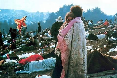 ORG XMIT: 420501_0.tif Música: casal durante o Woodstock, festival de música realizado em uma fazenda na cidade de Bethel, no Estado de Nova York (EUA), em 1969.  (Foto: Reprodução)  *** PROIBIDA A PUBLICAÇÃO SEM AUTORIZAÇÃO EXPRESSA DO DETENTOR DOS DIREITOS AUTORAIS  ***