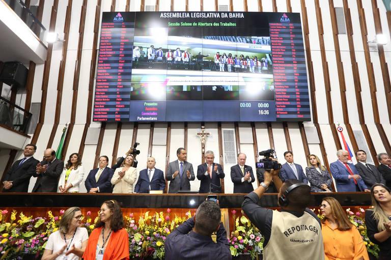 Deputados estaduais durante sessão no plenário da Assembleia Legislativa da Bahia, estado que mais gasta com auxílio-moradia para parlamentares