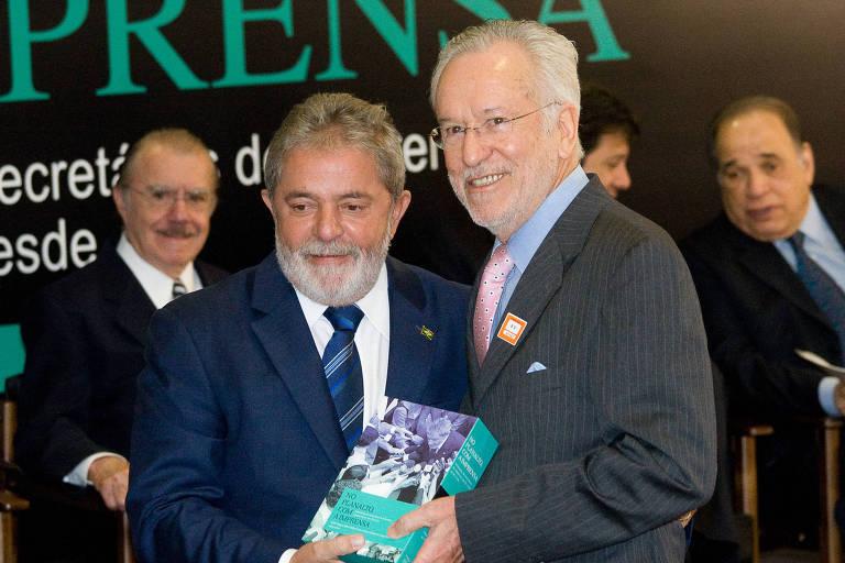 O jornalista Alexandre Garcia (à dir.) com o então presidente Lula, em foto de 2010