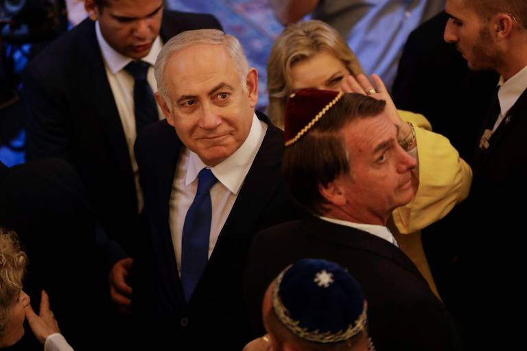 O então presidente eleito presidente Jair Bolsonaro e o premiê israelense Binyamin Netanyahu em sinagoga no Rio no final de 2018