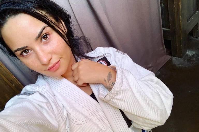 Demi Lovato posa de cara limpa após Jiu-Jitsu