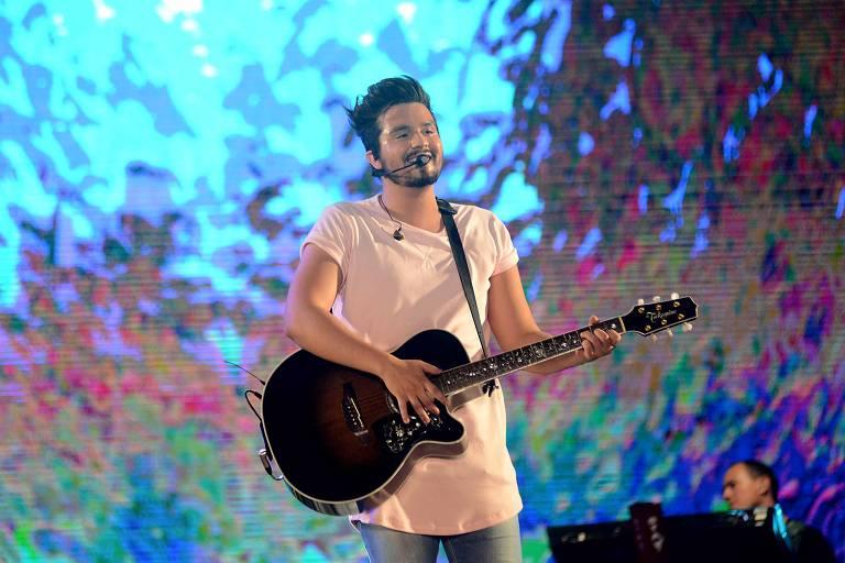 Luan Santana durante show do Festival Virada Salvador 2019
