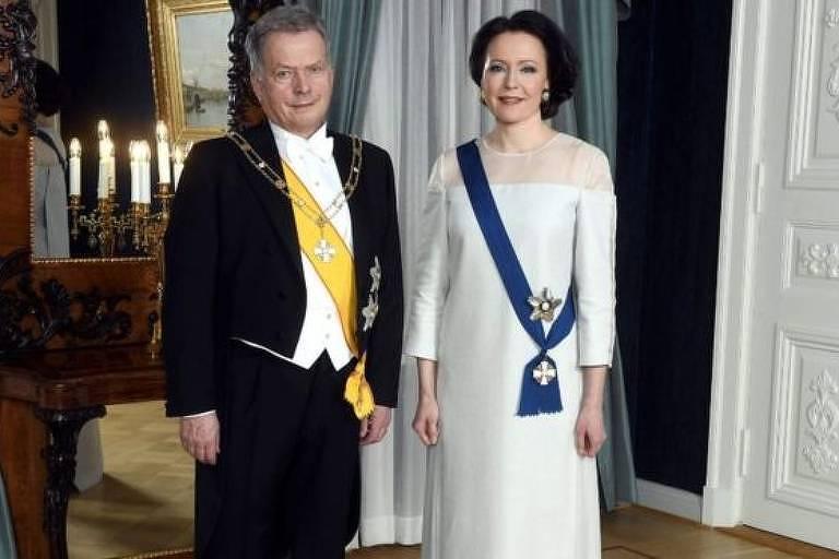 A primeira-dama finlandesa, Jenni Haukio, com um vestido feito de bétula reciclada
