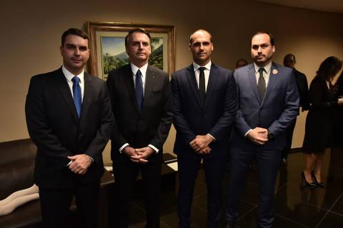 Pressão de filhos cria impasse sobre futuro de Bolsonaro no PSL