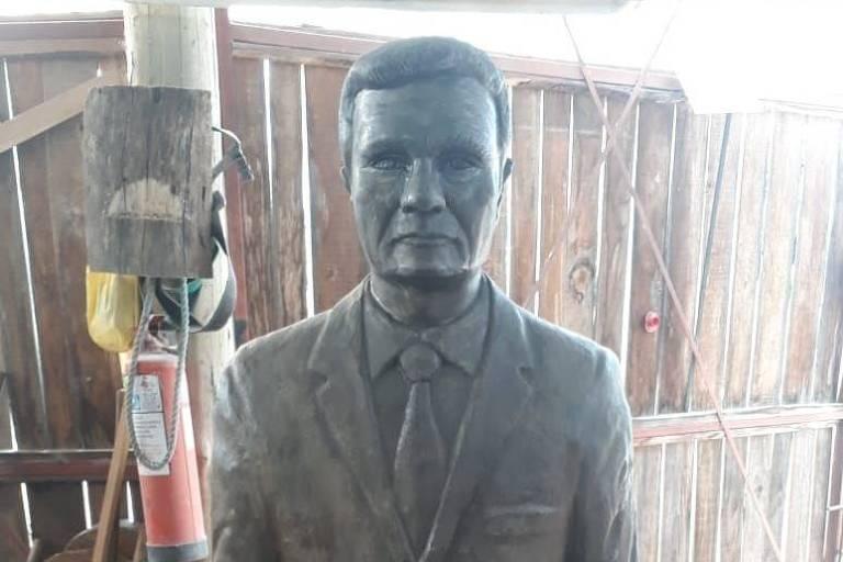 Estátua do juiz Sérgio Moro confeccionada em concreto, que foi encomendada pelo empresário de Campo Bom, Sirângelo Mello.